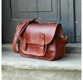 Messenger w kolorze koniakowym unikalna oryginalna torba ręcznie robiona z naturalnej skóry wysokiej jakości od Ladybuq Art