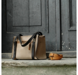 Lili ręcznie wykonana torebka z naturalnej licowej skóry w kolorze beżowym z czarnymi paskami