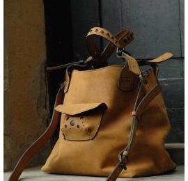 Skórzana torebka ręcznie wykonana z wysokiej jakości skóry Alicja z długim paskiem whiskey