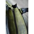 Schwarze Sommertasche mit schönen limettenfarbenen Akzenten von Ladybuq Art