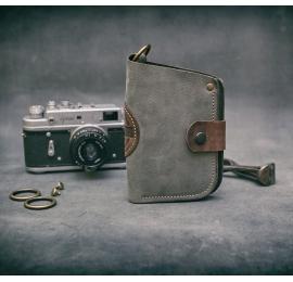 skórzany portfel ręcznie wykonany w kolorze szarym z brązowymi akcentami od ladybuq art