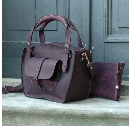 Natural leather tote bag with a pocket, a strap and a clutch plum