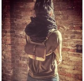 sac et sac à dos en un en variation de couleur marron et beige, sac à personnaliser réalisé par ladybuq art