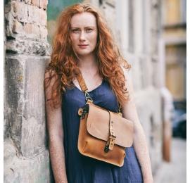 Skórzana torebka w kolorze Whiskey, plecak/torebka na ukos Molly wykonana ręcznie przez Ladybuq Art