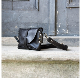 Fanny pack / cross body leather bag color black  size  M