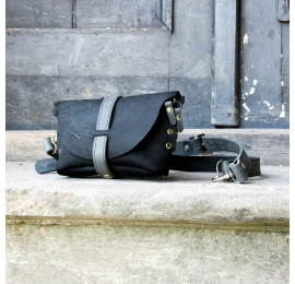Fanny pack / cross body leather bag black Size M