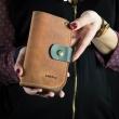portefeuille pratique de couleur gingembre fabriqué par ladybuq art, portefeuille en cuir fait à la main