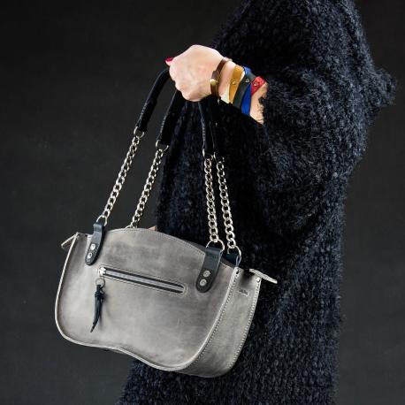 Oryginalna torebka skórzana w kolorze szarym . Kuferek z łańcuchem od Ladybuq Art