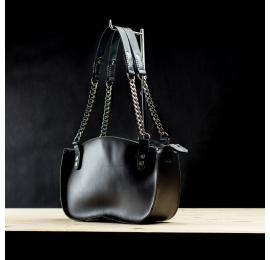 Oryginalna torebka ręcznie robiona skórzana w kolorze czarnym . Kuferek z łańcuchem od Ladybuq Art z naturalnej skóry