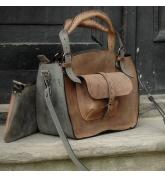 Kuferek z kieszonka  paskiem i kopertówką brązowy / szary
